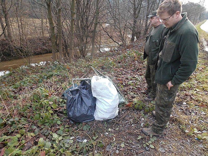 Dla leśników, widok pozostawionych w lesie śmieci, jest już coraz rzadszym zjawiskiem