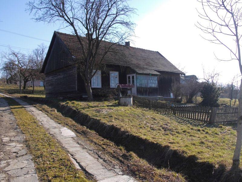 Budynek starej szkoły w Rzepienniku Suchym