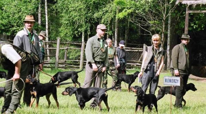 polishscenthounds-konkurs_dzikarzy_i_tropowcow_przechlewko_maj_2004