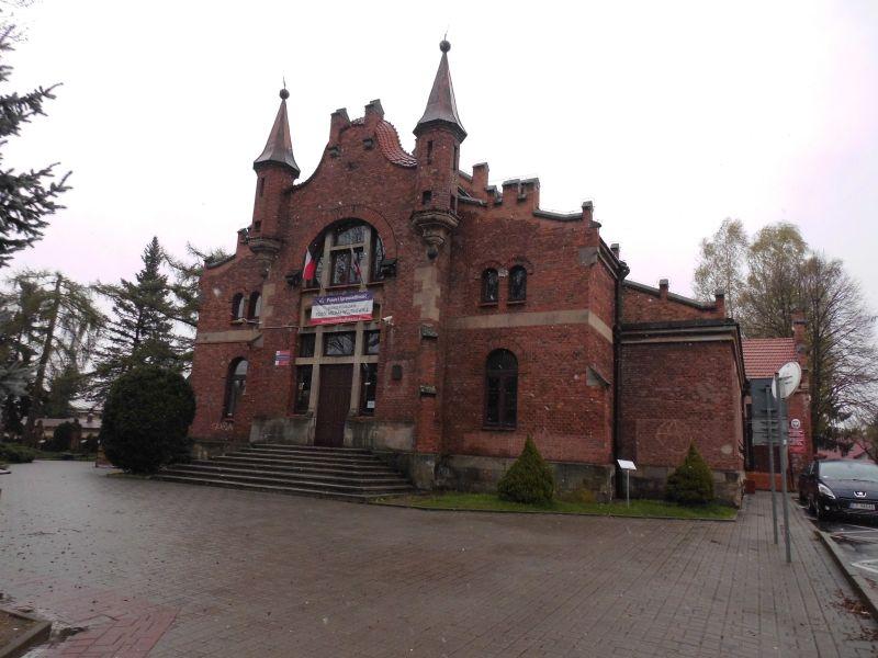 """Budynek """"Sokoła"""" w Tuchowie"""
